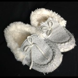 Girls Slippers Size 8-9 Children's Place